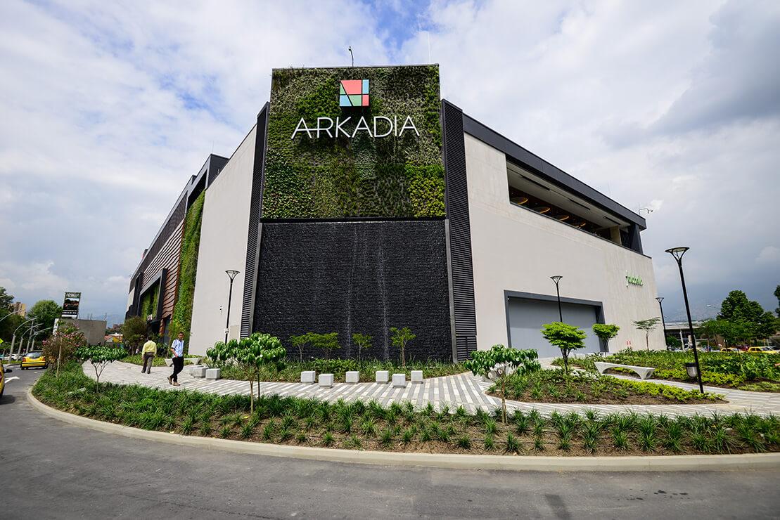 Vista exterior del proyecto y zona pública del proyecto Arkadia Mall